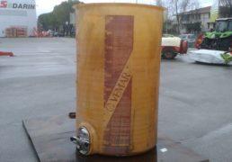 Cisterna in vetroresina VEMAR Lt 2000 fondo piano. Portella di ispezione. Carrucola per coperchio sempre pieno con Camera d' aria e sfiato. Trapiede di sostegno-1