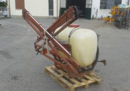 Gruppo portato Hardi Lt 400. Pompa Hardi a due membrane. Barra da 8 Mt meccanica. Cisterna in polietilene